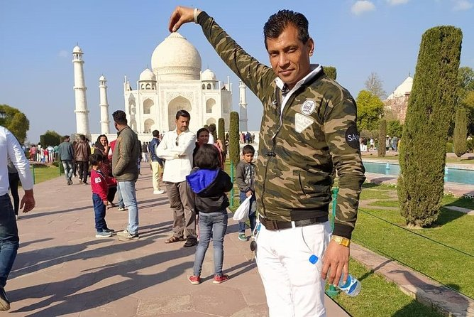 Agra Day Tour with Lunch in 5 Star Hotel