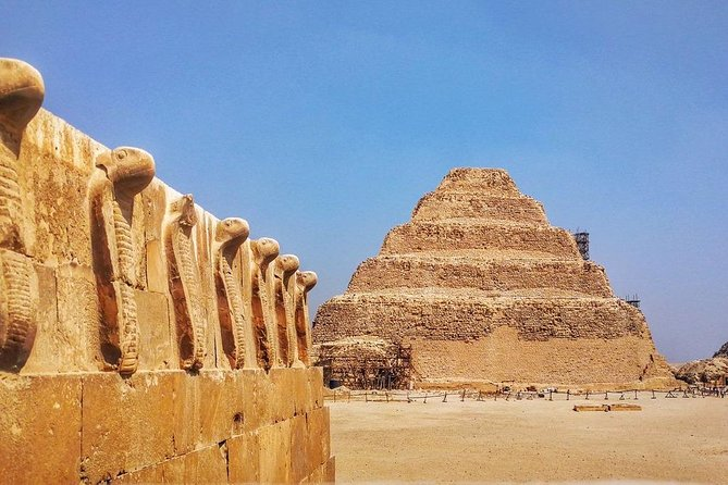 Private Guided Tour to Giza pyramids, Saqqara & Dahshur + Lunch