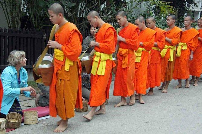 Monks Morning Almsgiving Tour (Food Offering)