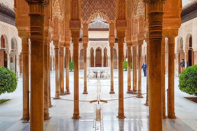 Alhambra Essential : Guided Tour of Alhambra Surroundings + Carlos V Palace photo 2