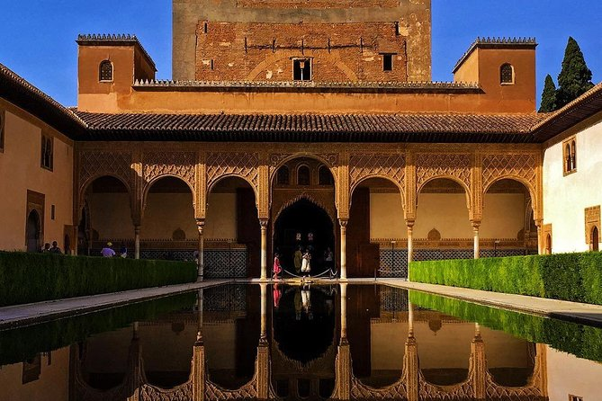 Alhambra Essential : Guided Tour of Alhambra Surroundings + Carlos V Palace photo 4
