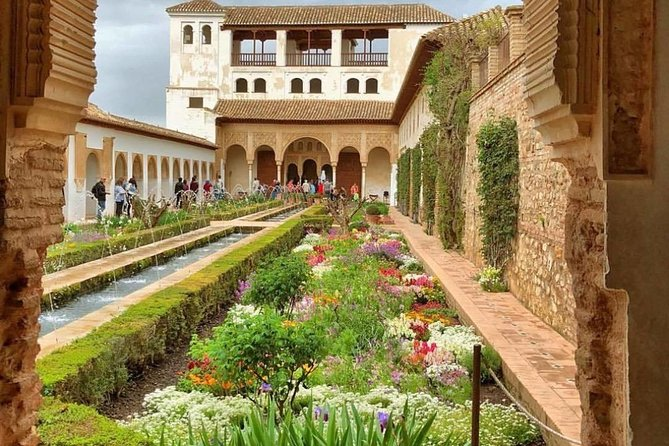 Granada Alhambra Premium : Tour with Official Guide (VIP Small Group) photo 2