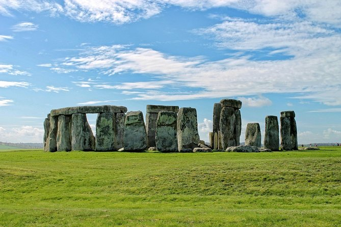 Stonehenge,Bath & Salisbury in Executive Vehicle Private Tour for 6-8 travelers photo 4