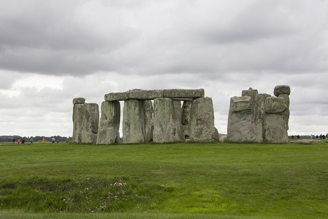 Stonehenge,Bath & Salisbury in Executive Luxurious Vehicle Private Tour
