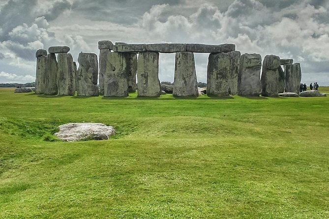 Stonehenge,Bath & Salisbury in Executive Vehicle Private Tour for 6-8 travelers photo 2