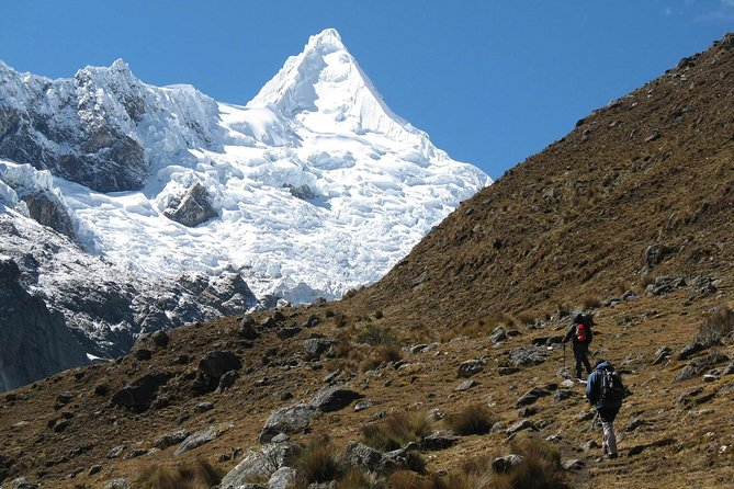 Alpamayo Trek 13 days Support Comunity Program