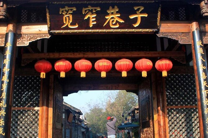 Chengdu Day Trip of Giant Panda and Local Culture Experience photo 3
