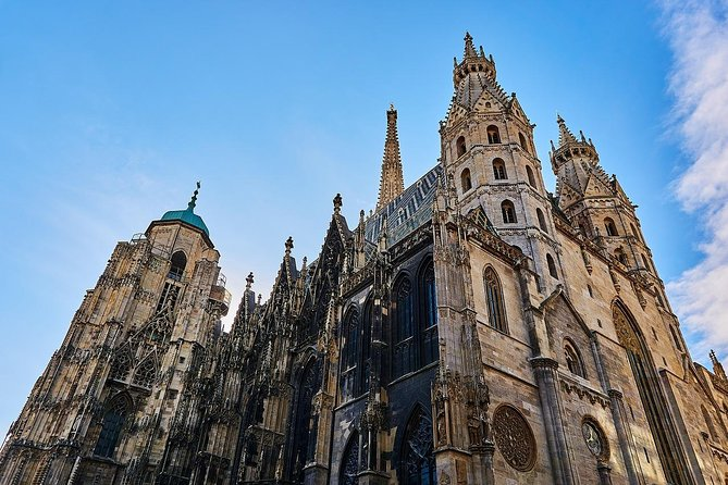 Private Transfer from Salzburg to Vienna with 2 hours of Sightseeing