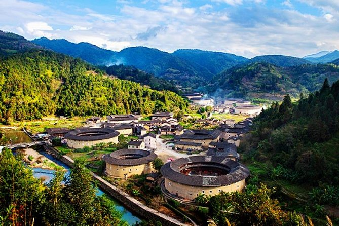 Private Transfer Service between Xiamen City and Nanjing Tulou