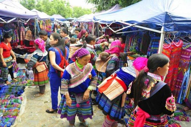 Private Lung Khau Nhin Market (Thursday) Sapa Tour 2 days by Train from Hanoi