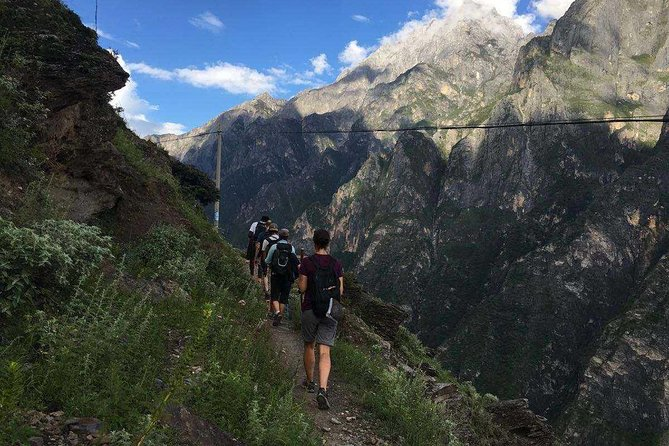 2-Days Tiger Leaping Gorge Hiking Tour from Lijiang