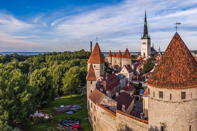 Premium tour of romance and love in Tallinn Old Town (attend and win 10000€) photo 3