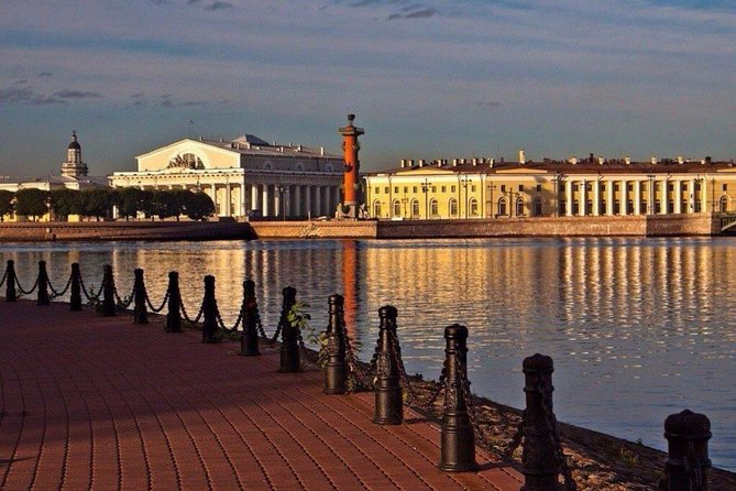 1 Day Tour in Saint-Petersburg: City Highlights and Excursion to Peterhof