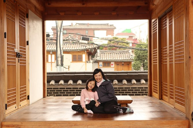 Private Tour in Seoul city!! ~with a Photographer Tourguide