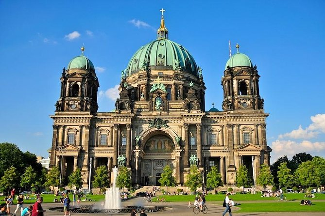 Berlin Airport Transfers : Berlin Airport SXF to Berlin in Business Car