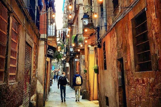 Barcelona in a day: Gaudi, Old City & Beach Walking Tour