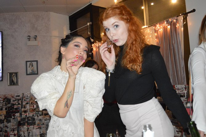 Ultimate Girl's Night Out in Chicago: Sparkling Wine, Photo Shoot, Burlesque