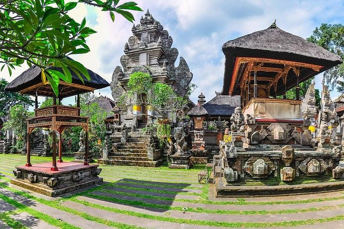 Bali Day-Tour: Ubud and Uluwatu Temple Trip