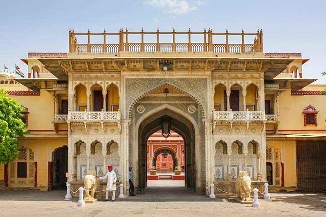 Jaipur City Palace,Hawa Mahal & Jantar Mantar Private Tour,