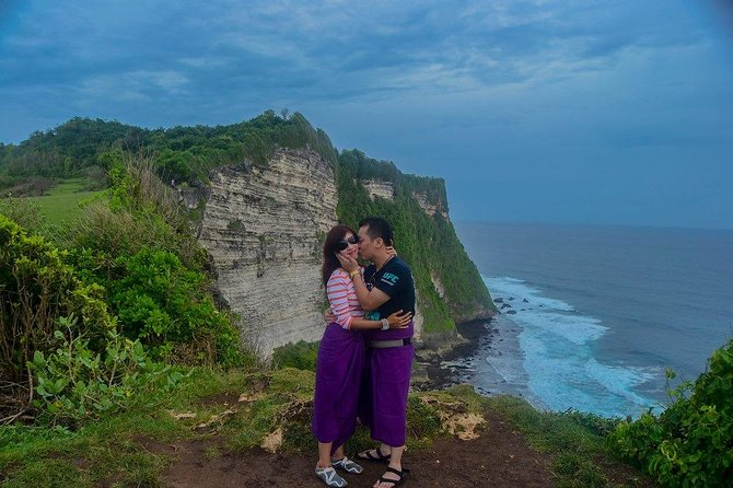 Private Tour-Uluwatu Kecak Dance and Romantic Seafood Dinner