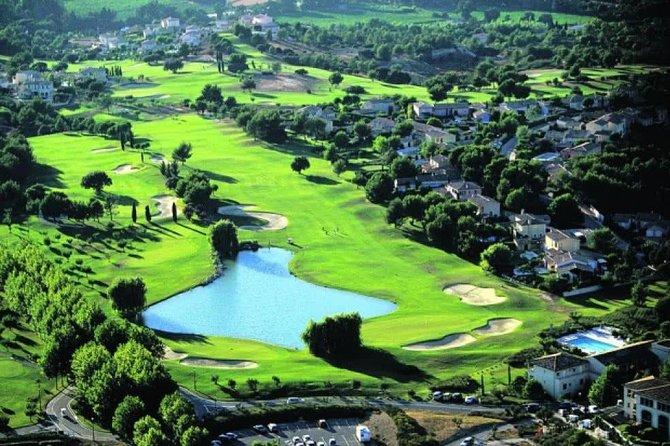 Golf in Provence by WAWU