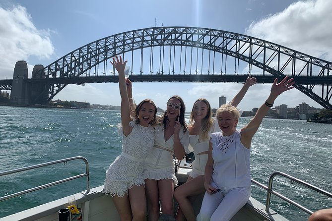 Sydney Harbour Boat Cruise including Classic Aussie Lunch & Drinks