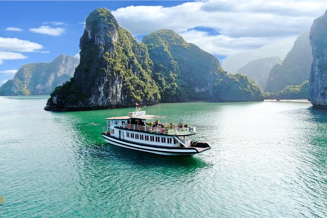 HaLong Bay Full Day: Sungsot Cave, Kayak, Beach, Cooking Demo, high-way transfer