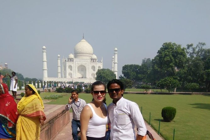 All Inclusive Day Trip to Taj Mahal, Agra Fort and Baby Taj from Delhi by Car