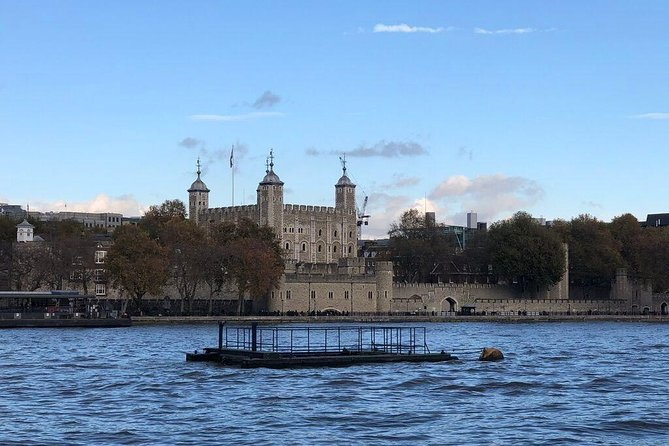 Tower of London Storytelling Tour with Thames River Cruise