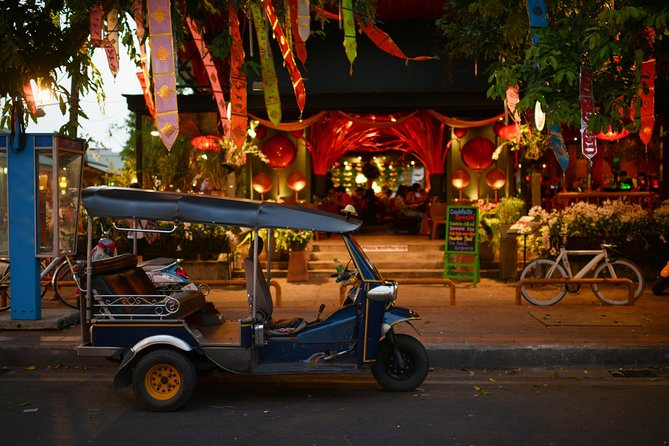 Visit Bangkok's Nightmarket & Foods on a Tuk-Tuk