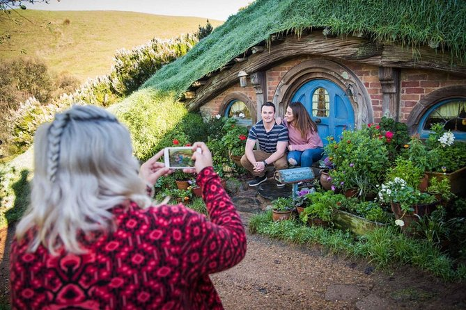Hobbiton movie set from Auckland. Small group of 4-5 people.