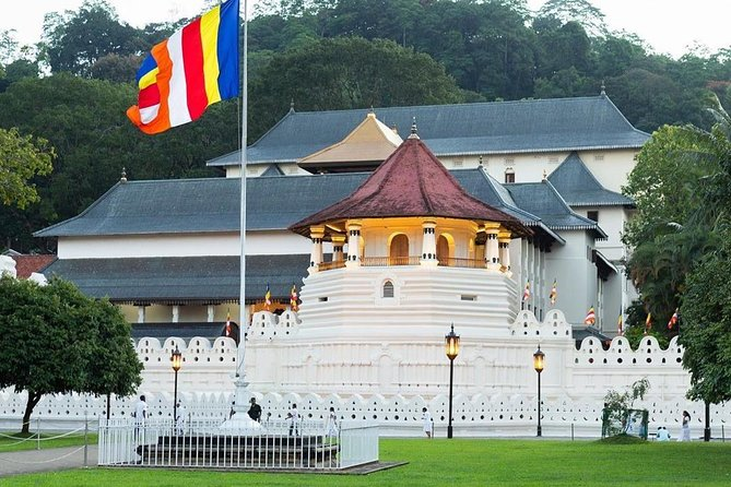 Private Day Excursion to Kandy from Negombo