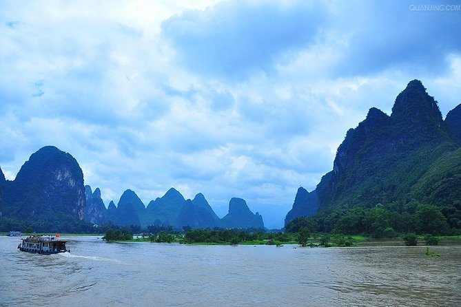 Guilin Small Group Tour – Li River Bamboo Rafting photo 3