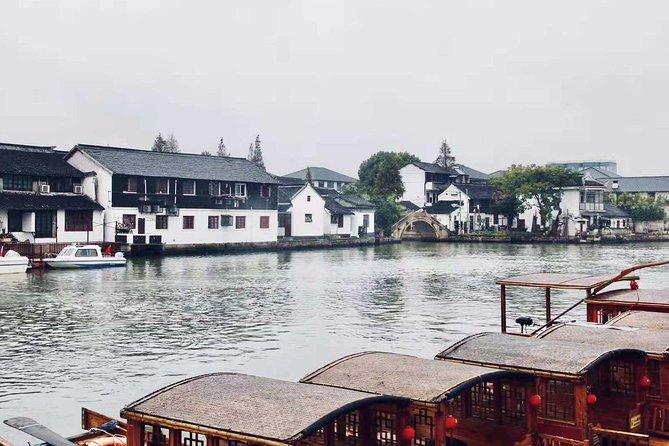 Shanghai Day Tour of Zhujiajiao Water Town, Jade Buddha Temple, Tianzifang