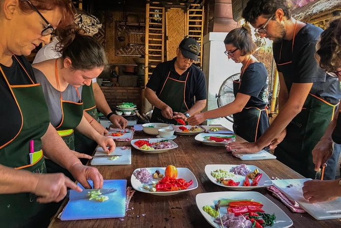 Half-Day Balinese Cooking Class with 1 hour Massage in Kuta