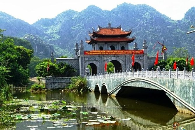 Full-Day Tour to Hoa Lu and Tam Coc from Hanoi with Buffet Lunch