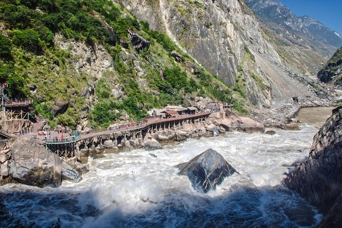 Lijiang Train Station Pick up and Tiger Teaping Gorge Private Tour