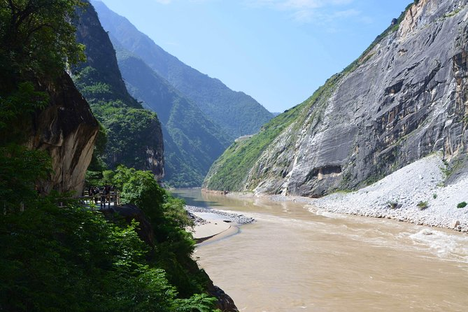 Lijiang Sanyi airport (LJG) Pick up and Tiger Teaping Gorge Private Tour