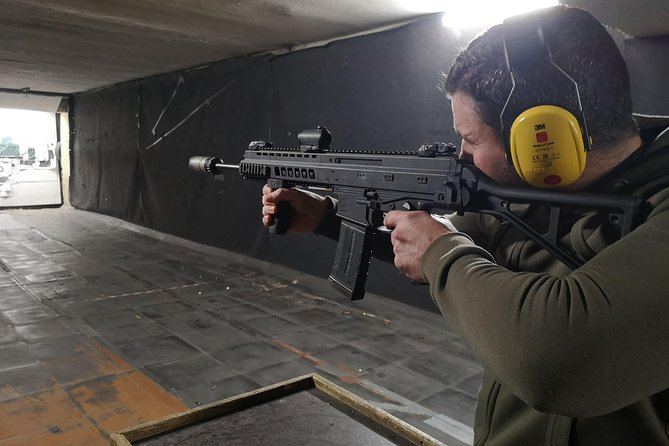 Try real weapons - Desert Eagle, Winchester, Glock17, Kalashnikov and many more