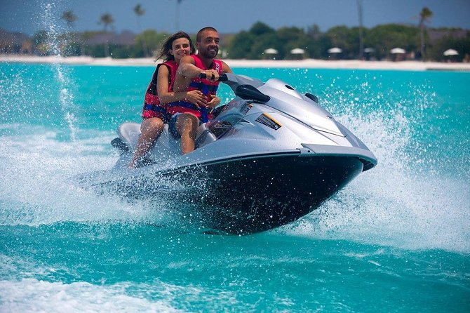 Jet-skiing in Bahamas photo 4