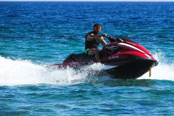 Jet-skiing in Bahamas photo 3