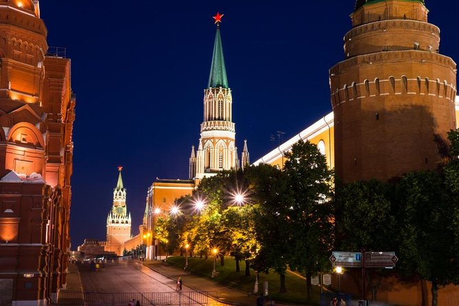 Panoramic Private Tour of Evening Moscow in a Soviet minivan photo 13