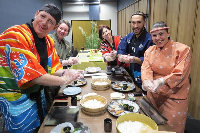 Tokyo: Sushi School Lesson (Beginner level) Experience Tour