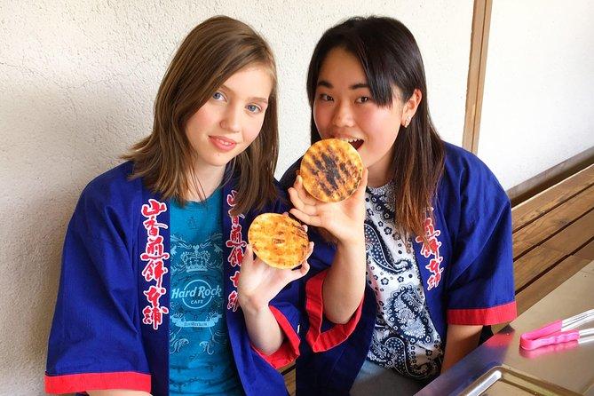 Senbei hand-baked experience and souvenirs in the Soka Senbei garden
