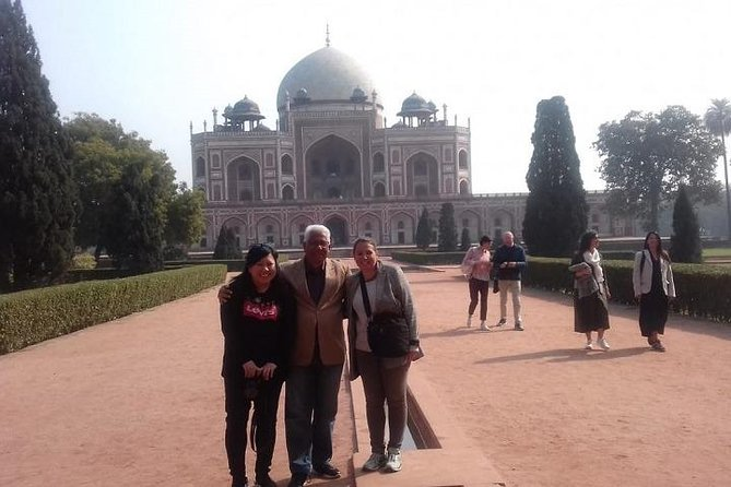 Full day sightseeing of Old and New Delhi