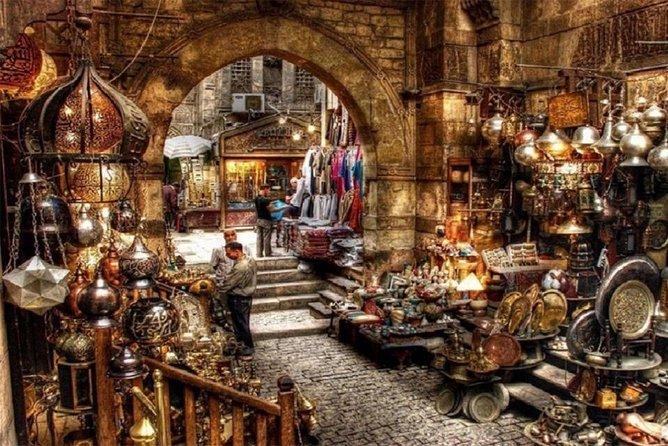 Cairo: Pyramids, bazaar & citadel tour with photographer