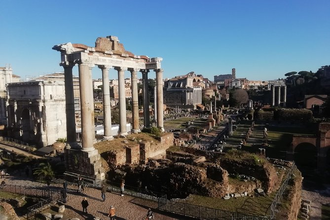 Strolling around Rome's city center enjoying art, culture and a vegan break!