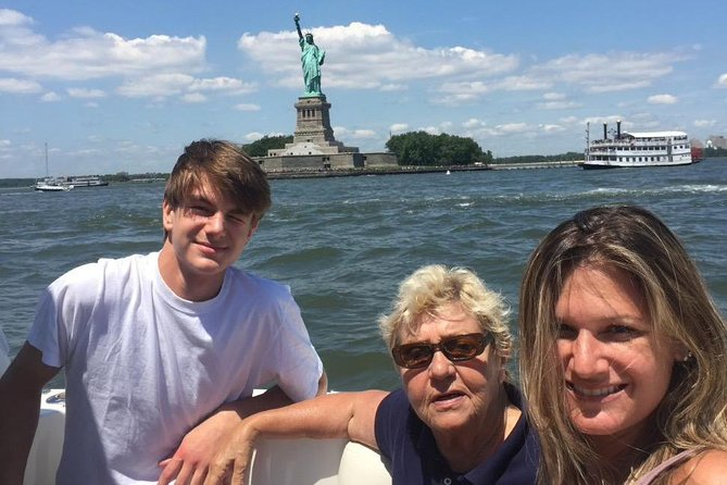 Boat Tour NYC Skyline, Statue of Liberty, Private Yacht Tour
