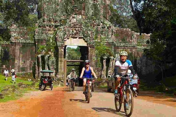 Angkor Wat & Bayon:: the Smiling Temple Bike Tour