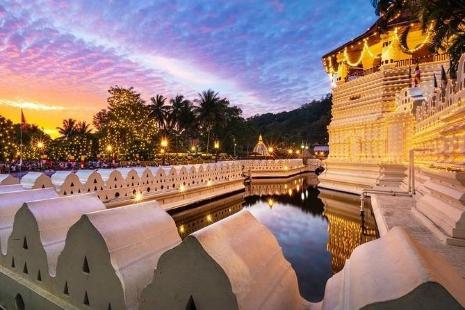 Visit the Sacred City of Kandy from Negombo